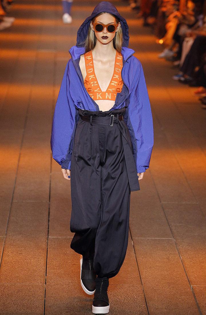 시원한 파란색의 아노락 재킷 DKNY