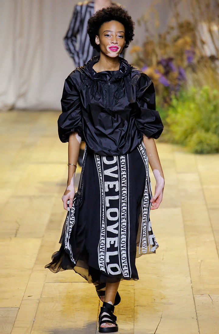 셔링 장식이 멋진 블랙 재킷 H&M.