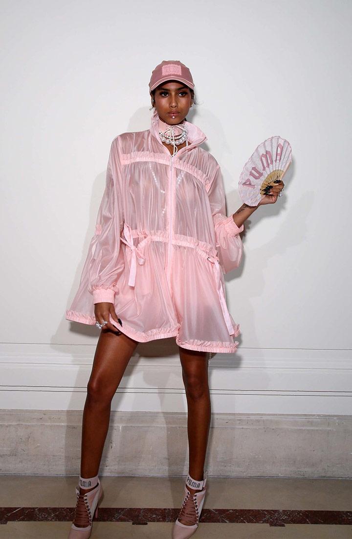 마리 앙투와네트에 영감을 받은 로맨틱한 핑크색 재킷 펜티x푸마