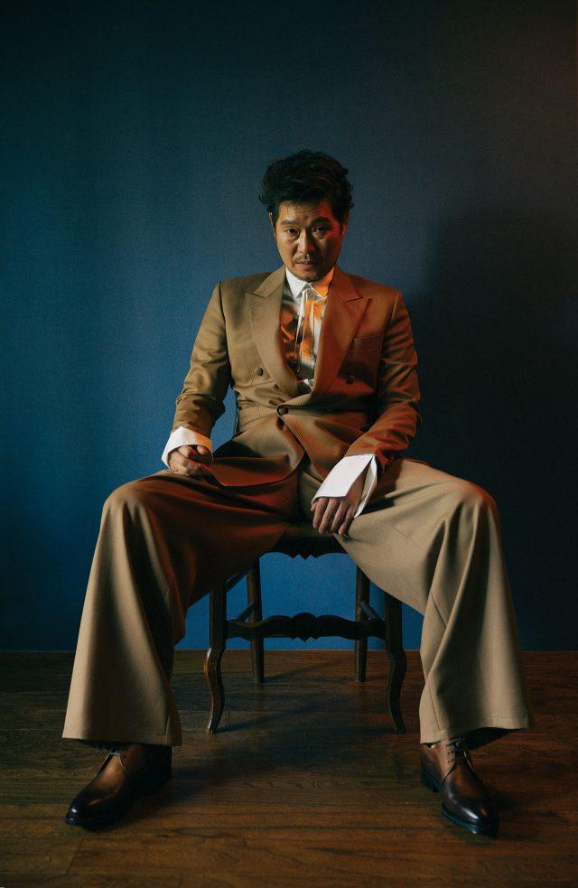 수트, 셔츠는 모두 Chang Kwanghyo Caruso 제품.