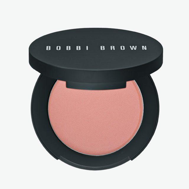 Bobbi Brown크림 글로우 하이라이터 피부 속에서부터 차오르는 듯한 글로를 표현하고 싶다면 이 제품이 제격. 얼굴에 생기와 윤기를 단숨에 더해준다. 4만원.
