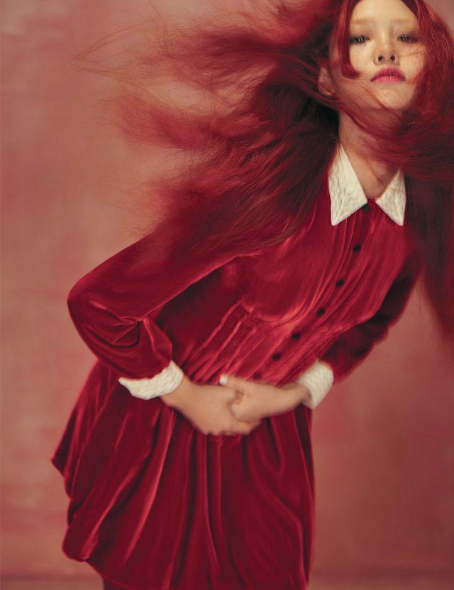 레이스 칼라가 더해진 벨벳 드레스는 7백만원대로 Dior 제품.