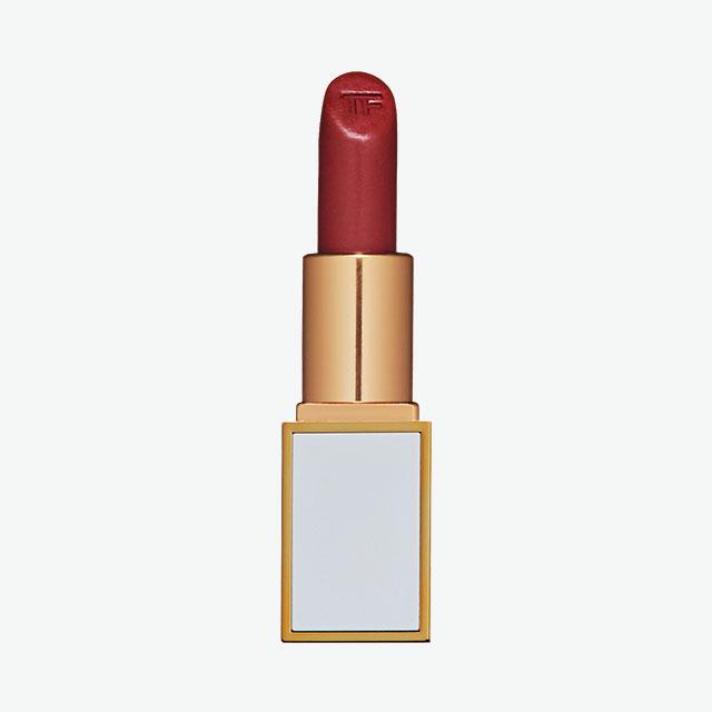 Tom Ford Beauty보이즈 앤 걸즈, 나오미강렬한 첫인상과 달리 입술에 자연스럽게 녹아들며 투명하게 발리는 반전 매력의 컬러. 4만1천원.