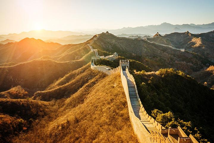 9. 중국|중국 만리장성은 지난해 오픈한 632미터 높이의 상하이 타워, 북경의 자금성과 함께 전세계적으로 매력적인 여행 명소로 손꼽힌다. 또 2018년 우한에 상하이타워보다 더 높은 건물이 생기고 북경에는 자금성의 유물을 나눌 박물관 건설도 진행 중이다.