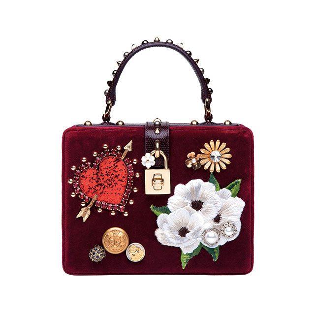 하트와 플라워 모티프가 패치워크된 스퀘어 백은 가격 미정으로 Dolce & Gabbana