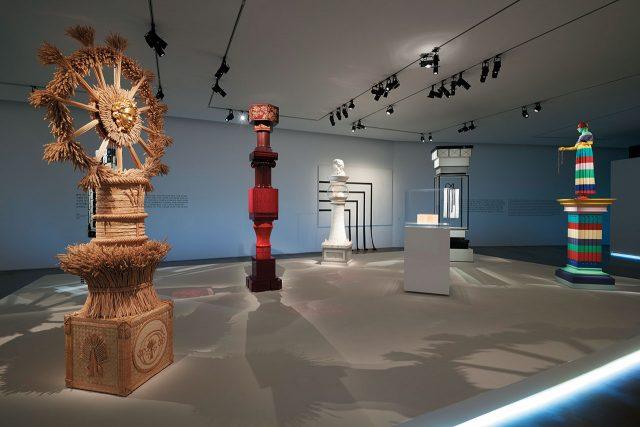 샤넬을 상징하는 것들을 조형화한 토템룸.