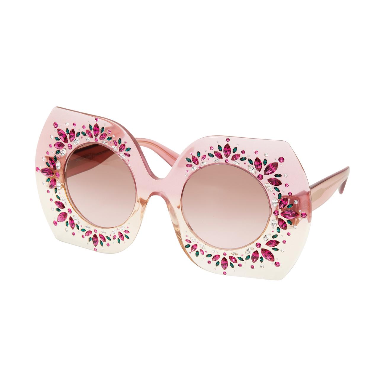 크리스털이 세팅된 오버사이즈 선글라스는 40만원대로 Dolce & Gabbana by Luxottica Korea