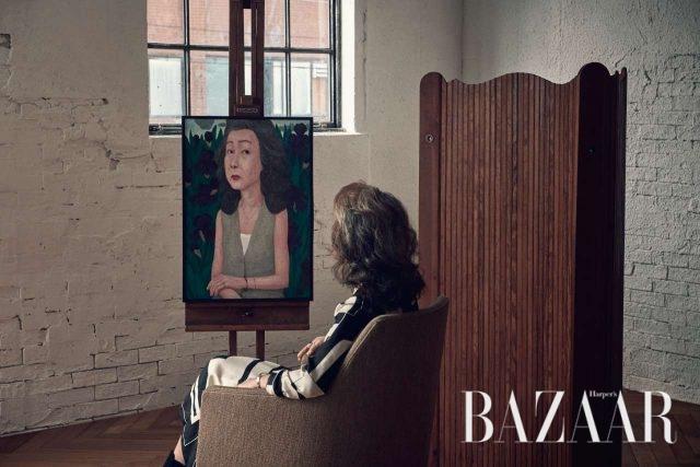 그래픽적인 패턴의 원피스는 Hermès 제품.