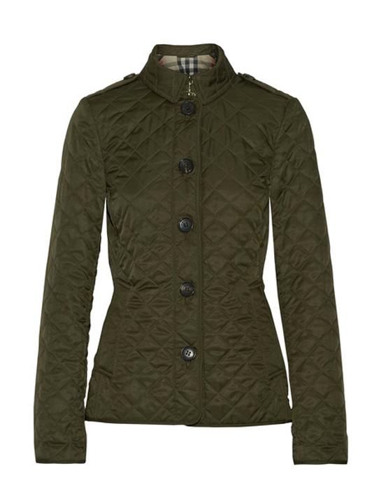 여성스러운 라인을 강조하는 퀼팅 디테일의 재킷은 60만원대, 버버리 by 네타포르테