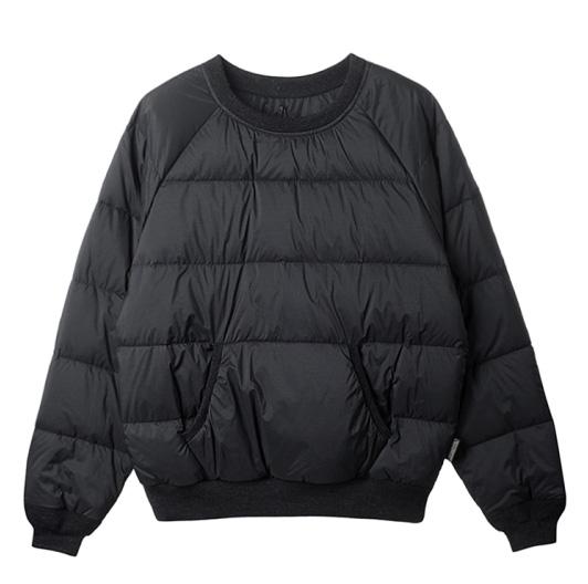 캐주얼한 셔츠와 레이어드하면 멋스러운 담백한 스타일의 패딩 톱은 49만8천원, 록키 마운틴 페더베드 by 플랫폼 플레이스