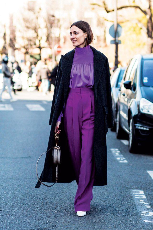 조르지아 토르디니는 비비드한 컬러의이너에 맥시 코트를 케이프처럼 연출해 우아함을 더했다.