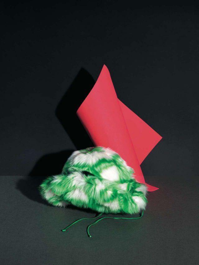 벌키한 오버사이즈 에코 퍼 플로피 모자는 가격 미정으로 Miu Miu