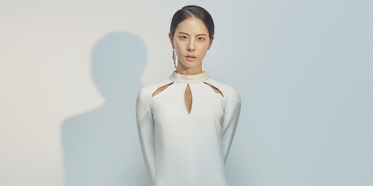 뮤지션 박지윤이 12월 콘서트 '오케스트라 20'으로 무대 위에 오른다. 숫자 20은 시간의 힘과 음악의 합을 동시에 담은 담담하고 아름다운 숫자다.