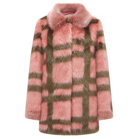 톡톡 튀는 디자인의 핑크 컬러 에코 퍼 코트는 49만9천원으로 G-Cut