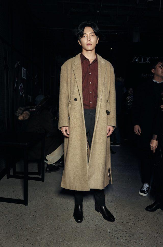 점점 주가를 올리고 있는 배우 김재욱도 어딕션 나이트에 참석했다.