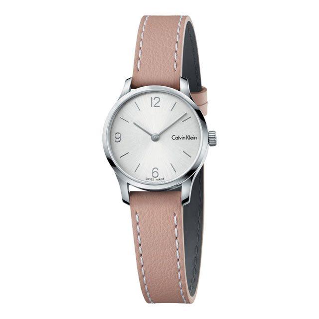 스티치가 돋보이는 가죽 밴드 시계는 22만원으로 Calvin Klein watches + jewelry