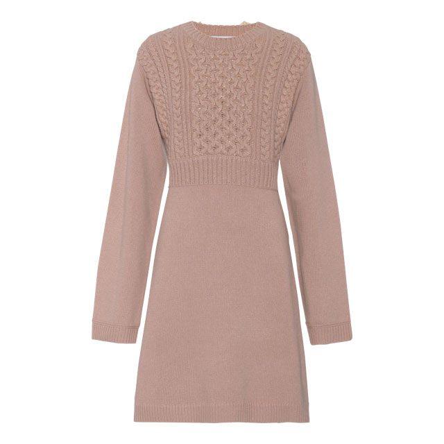 베스트를 덧입은 듯한 니트 드레스는 90만원대로 Chloé by mytheresa.com