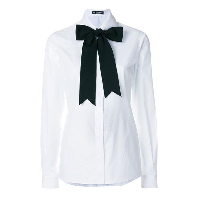 걸리시한 보우 타이가 가미된 화이트 셔츠는 가격 미정으로 Dolce & Gabbana