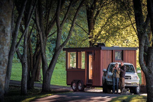 미국에 본사가 있는 이스케이프 비스타(Escape Vista)는 이동할 수 있는 작은 오두막을 판매한다. 내부 인테리어가 미니멀하지만 알차게 구성되어 있고 가격은 약 4만 달러 정도.