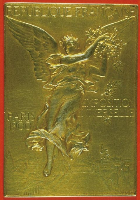 1900년 파리 하계올림픽 메달은 직사각형으로 디자인되었다. 꽤 오랜 세월 그리스 승리의 여신은 메달로부터 도망갈 수 없는 운명이었다.