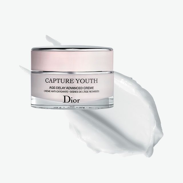 Dior캡춰 유쓰 어드밴스드 에이지-딜레이 크림 항산화 효과로 피부를 보호하고 매끄럽게 가꿔주는 크림. 피부 속을 탄탄한 영양감으로 채워준다. 14만원대.