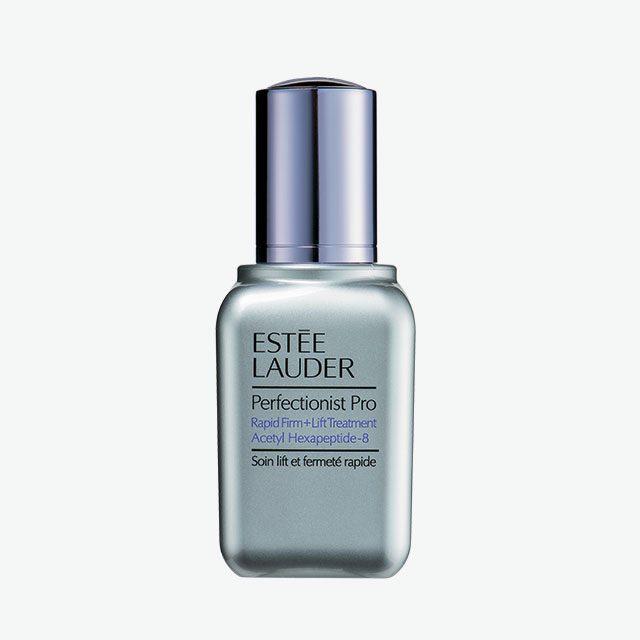 La Prairie플래티늄 래어 쎌루라 나이트 엘릭시어 밤사이 세포 재생을 돕고 방어 능력을 향상시켜 피부를 온전히 회복시켜준다. 152만3천원.