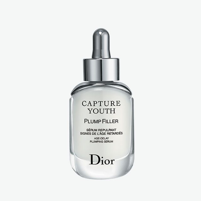 Dior캡춰 유쓰 플럼퍼 에이지-딜레이 플럼핑 세럼 산뜻한 텍스처가 피부에 수분과 영양을 채워주는 탄력 충전 세럼. 14만원대.