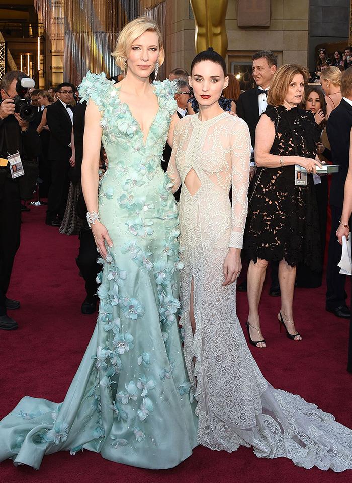 2016 오스카 영화제에 지방시의 우아한 드레스를 착용한 루니 마라와 케이트 블란쳇