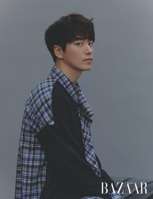 셔츠는 Woo Young Mi 제품.