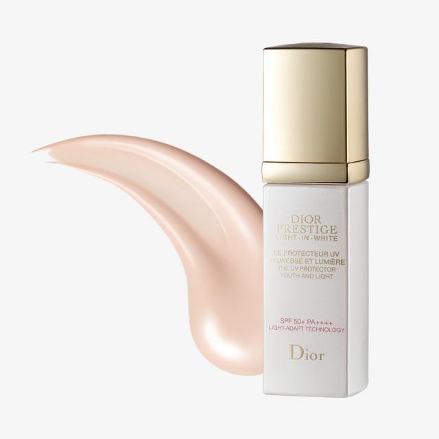 Dior 프레스티지 라이트 인 화이트 더 UV 프로텍터 SPF 50+/ PA++++ 14만8천원대.