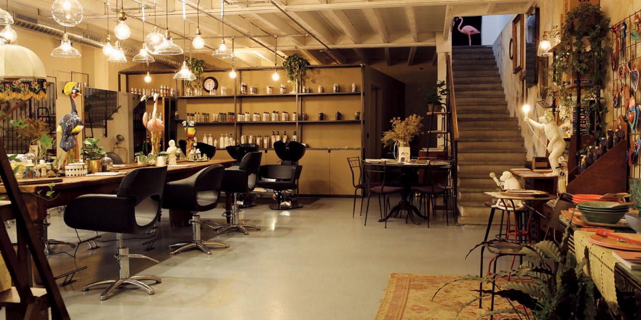 독보적인 분위기, 새로운 컨셉트의 멀티 공간으로 거듭나고 있는 밀라노의 헤어 살롱 두 곳을 소개한다.