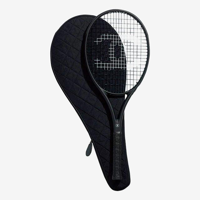 카본으로 만든 테니스 라켓.