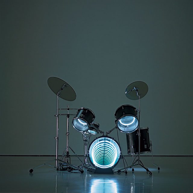 'Drums', 2009, Neon light, mirror, one-way mirror, plywood, metal and electric energy, 121.9×121.9×121.9cm