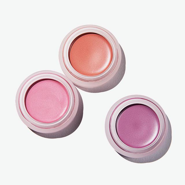 Shiseido 페이퍼라이트 크림  아이 컬러  (위부터) VI304, OR707, PK201 각 3만원대.