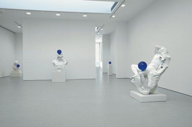 뉴욕 갤러리에서 열린'Jeff Koons: Gazing Ball'설치 전경, 2013.