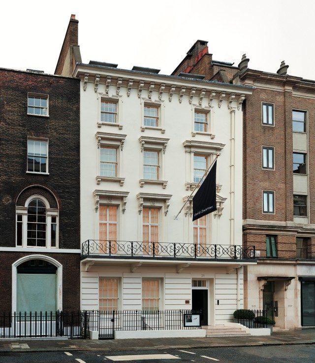 런던에 문을 연 갤러리 외관, 2012.