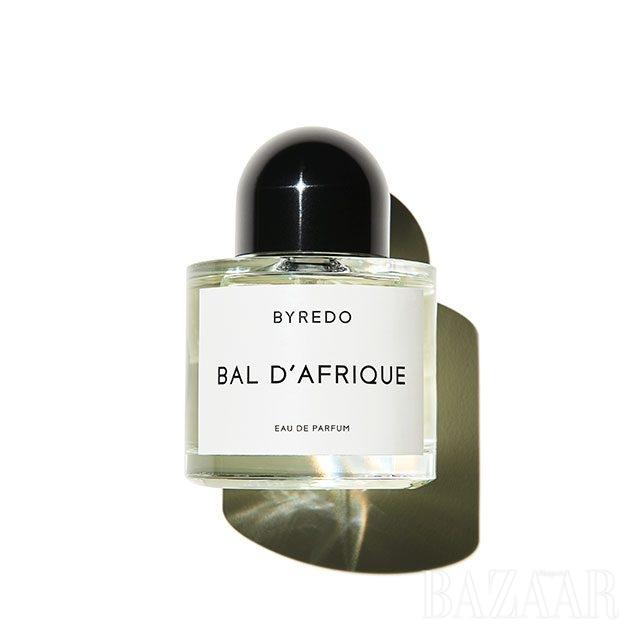 Byredo 발 다프리크 아프라카의 식물성 원료를 베이스로 해 달콤하면서도 부드럽고 무게감 있게 마무리된다. 100ml 29만원.
