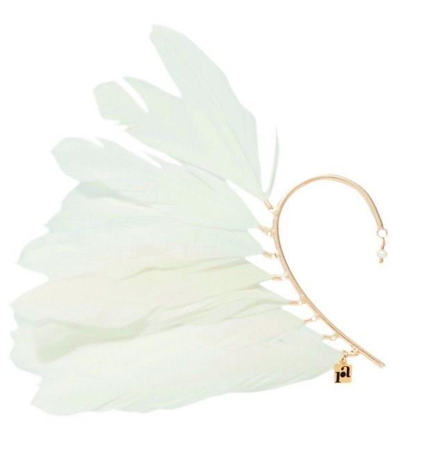 깃털이 장식된 이어커프는 20만원대로 Rosantica by Net-A-Porter