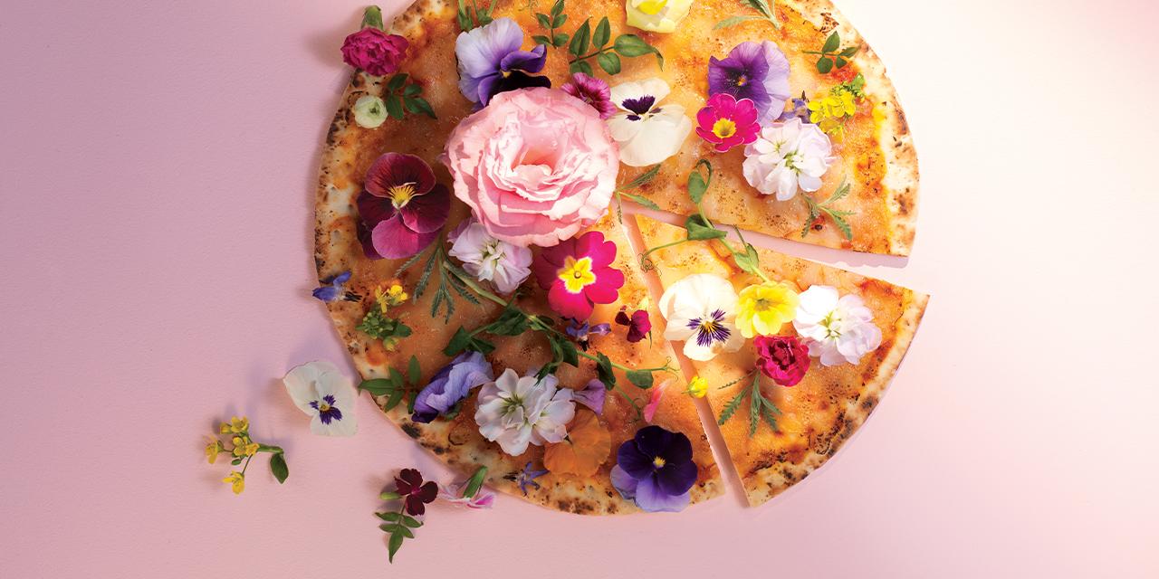 아주 잠깐 피었다 사라지는 꽃에도 맛과 향이 존재한다. 어느 봄날의 식용꽃 레시피 채집기.