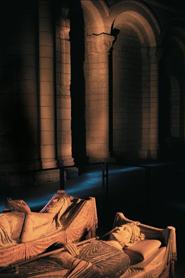 헨리 2세와 엘리노어 여왕의 횡와상. 퐁테브로는 플랜태저넷 왕가의 분묘이기도 하다.