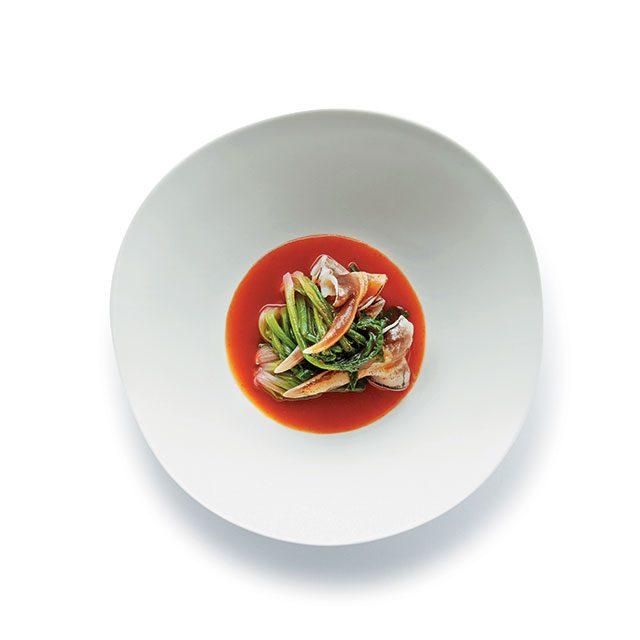 새콤한 막걸리식초의 맛이 가미된 새조개초회