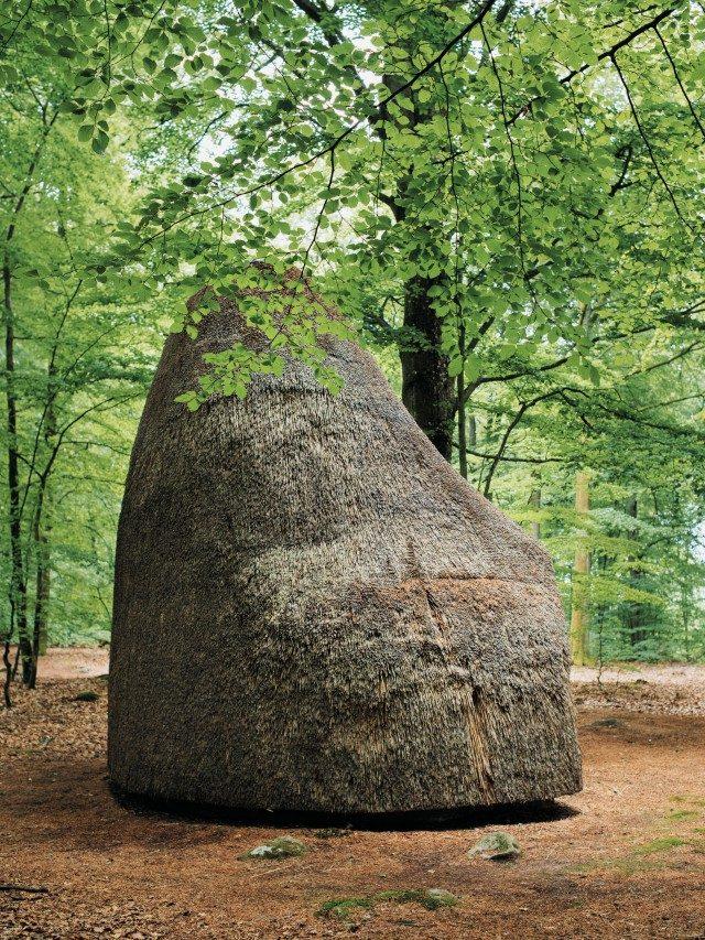 마틴 퓨리어(Martin Puryear)의 작품 'Meditation in a Beech Wood'는 바노스 콘스트에 전시되어 있다.