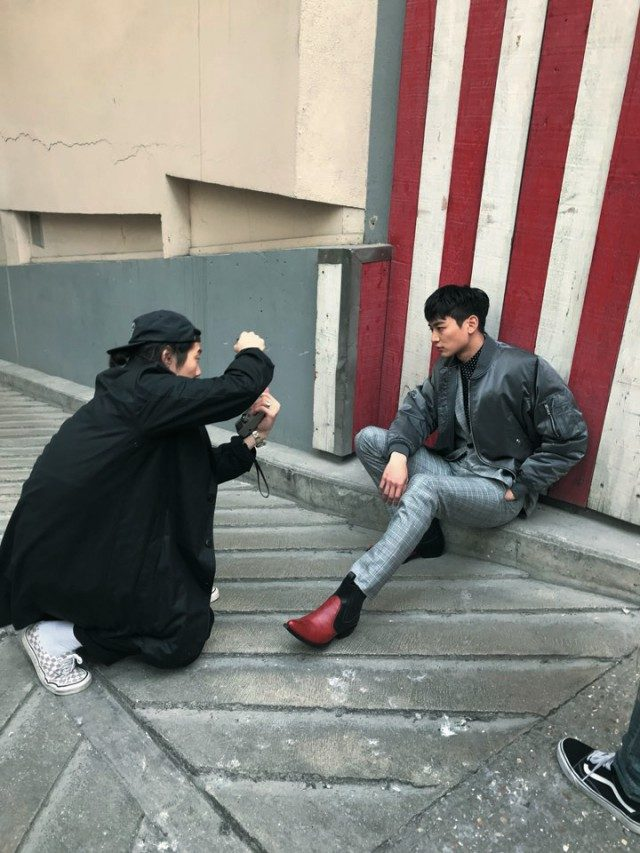 @SHINee_Minho샤이니 민호와 함께한 '바자' 6월호 화보 촬영 현장. 소녀시대 윤아도 함께했다.