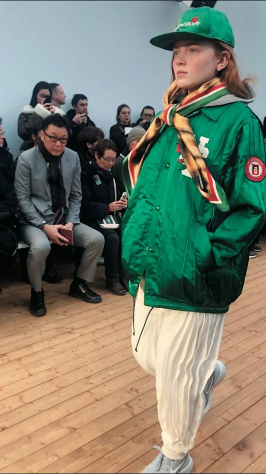 @Undercover다카하시 준이 선보인 스쿨 룩 중 에디터의 마음을 사로잡은 유틸리티 재킷.