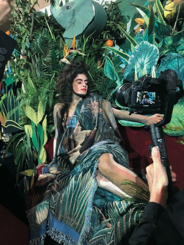 @Kenzo헨리 루소의 그림에서 튀어나온 듯한 여인이 등장한 메멘토 캡슐 컬렉션.