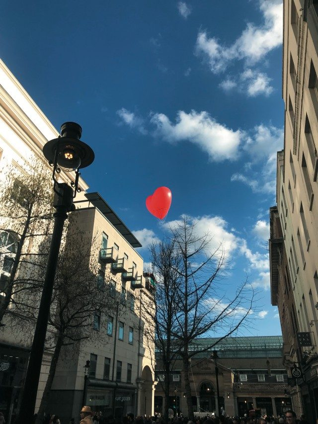 @ valentine's day밸런타인데이를 맞아서일까? 런던의 주요한 장소에서 항상 포착할 수 있었던 빨간 하트 풍선들.