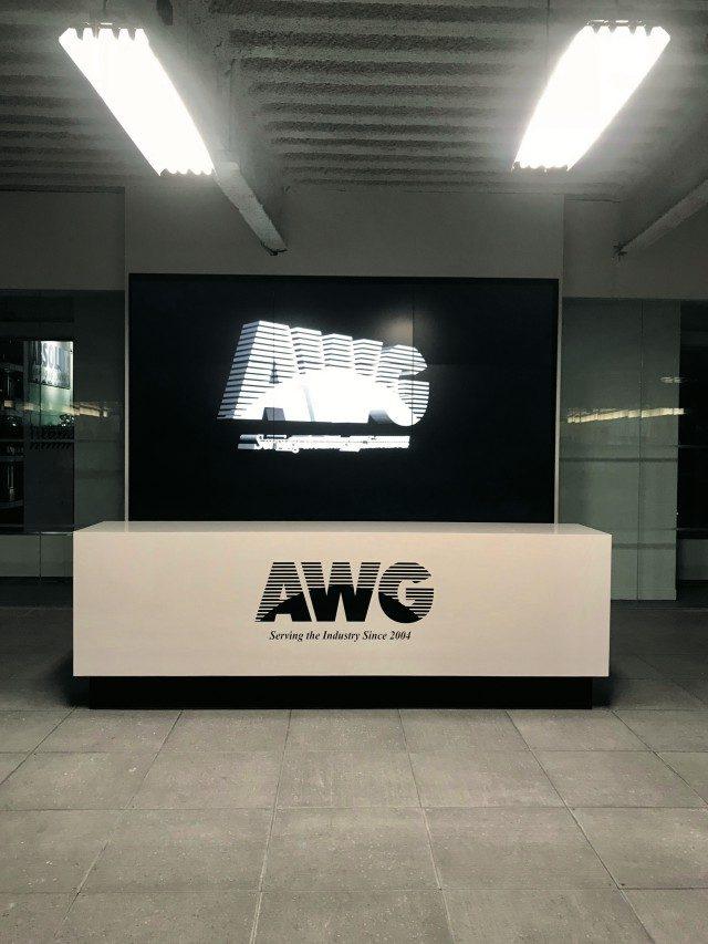 @Alexander Wang뉴욕 컬렉션에 작별을 고한 알렉산더 왕의 오피스 걸들을 위한 안내 데스크.