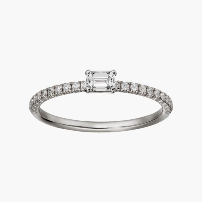 얇은 디자인의 에뗑셀 드 까르띠에 링은 Cartier