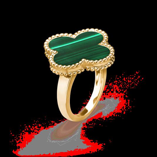 행운을 상징하는 네잎 클로버 모티프의 '매직 알함브라 링'은 Van Cleef & Arpels 제품.