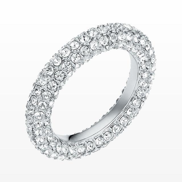 크리스토퍼 케인과 협업한 미래적인 무드의 크리스털 반지는 37만원으로 Atelier Swarovski